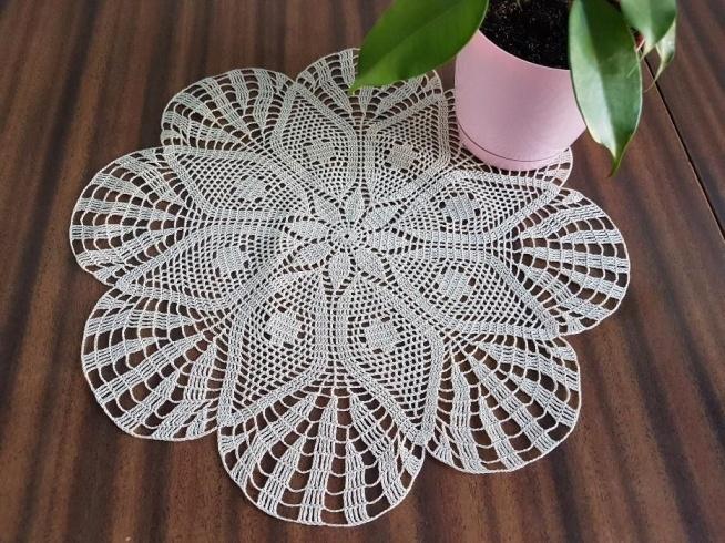 Kremowa serweta szydełkowa. Idealna na prezent. Facebook Eva Crochet (szydelkodesign)