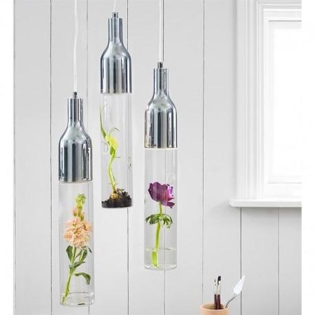 LAMPA BOTTLE 106903 MARKSLOJD WISZACA  Piękna, prosta lampa wisząca Bottle, zawiera miejsce w którym można umieścić roślinkę. Jeśli lubisz, kiedy w Twoim jest zielono, lampa BOTTLE to doskonały wybór. Świetnie sprawdzi się jako oświetlenie do salonu, kuchni a nawet łazienki. Jako źródło światła, lampa wisząca wykorzystuje zintegrowane źródło LED o mocy 5W.