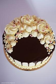 Tort z czarną porzeczką i a...