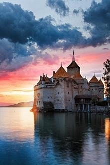 Zamek Château de Chillon w Sz...