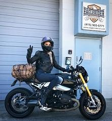 Dziewczyna i motocykl - dobre połączenie?:)