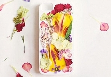 Obudowa do telefonu z prasowanymi kwiatkami. (kliknij w zdjecie)