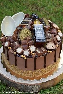 Tort Reese's z kinderkami i mini buteleczkami Whisky