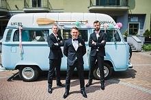 Piękne auto do ślubu :D Cała sesja ze ślubu Doroty i Patryka na blogu Madame ...