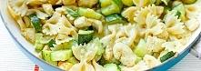 Makaron z cukinią i kurczakiem w sosie curry        125 g makaronu np. kokard...