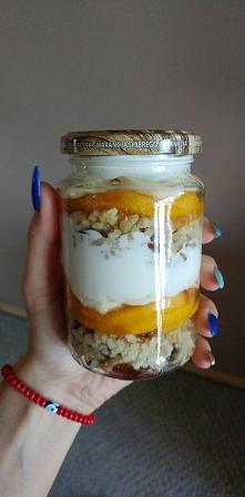 Drugie śniadanie Kasza jaglana z suszonymi owocami i orzechami ; cynamon , ne...