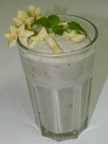 Mus bananowy  1 i 1/2 szklanki mleka  3 łyżki kaszy manny  sól  1 łyżka cukru...