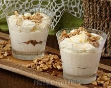 Deser śmietanowo - jogurtowy z miodem i orzechami  Składniki na 4 porcje: 330...