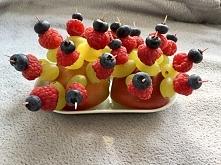 Koreczki z sezonowych owocó...