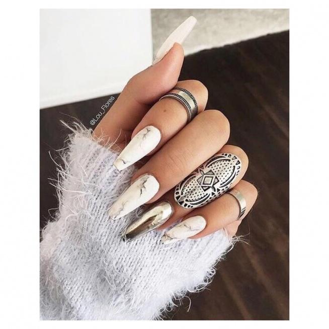 Piękny marmurkowy manicure wykonasz za pomocą naklejek wodnych:) LINK do naklejek w komentarzu ;)