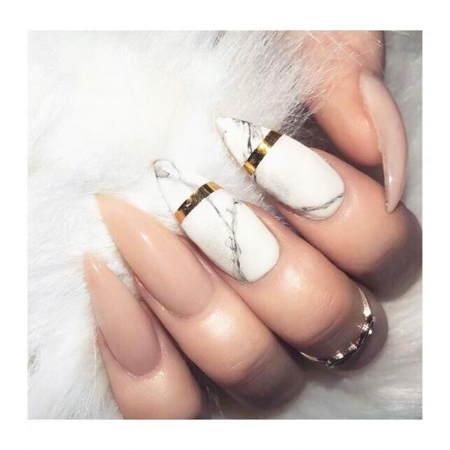 Marmurkowy manicure wykonasz za pomocą naklejek wodnych:) LINK do naklejek w komentarzu ;)