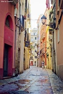 Urokliwe uliczki na Starym Mieście w Tarragonie.