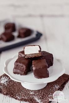 Pianki marshmallow z karmelem w czekoladzie