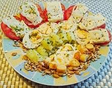 Kolacja mistrzów: pomidor, ser feta, cebula, jajko, ogórek gruntowy, nasiona ...