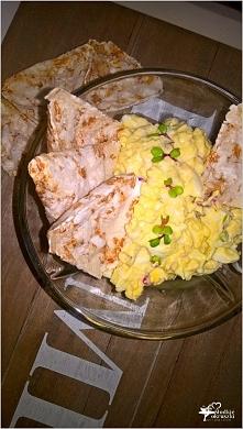 Chrzanowa pasta z kiełkami rzodkiewki 3 jajka ugotowane na twardo 2 łyżeczki chrzanu 2 łyżki majonezu sałatkowego 2 łyżki kiełków rzodkiewki sól i pieprz do smaku propozycja pod...