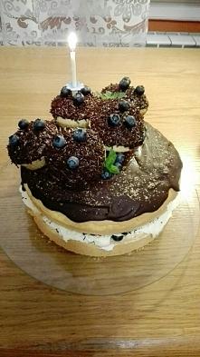 Tort czekoladowo-borówkowy ;)