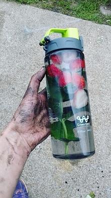 Moja druga propozycja smakowej wody do picia :D Tym razem zabrałam ją ze sobą...
