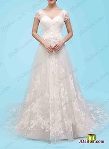 Suknia ślubna tiulu