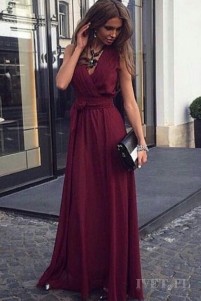 Zastanawiam się nad zakupem tej sukienki na wesele przyjaciółki. Uroczystość jest bardzo elegancka  dlatego chciałabym wyglądać naprawdę dobrze. Zastanawiam się jednak nad dodatkami, jak myślicie co będzie do tej sukienki pasować ? Dzięki za pomoc :)