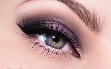 Fioletowy makijaż z drobinkami