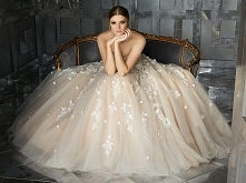 Kremowa suknia ślubna w kwiaty