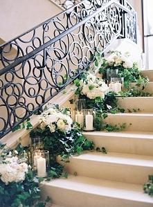 Ślubna dekoracja schodów