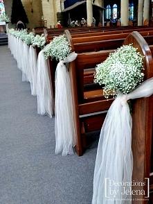 Dekoracja ławek w kościele