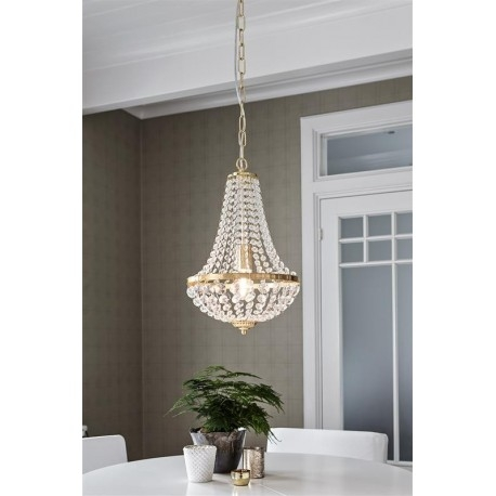 GRANSO to lampa wisząca o imponującym wyglądzie. Klosz lampy został wykonany z kryształków. Elementy metalowe wykończono w kolorze złotym.