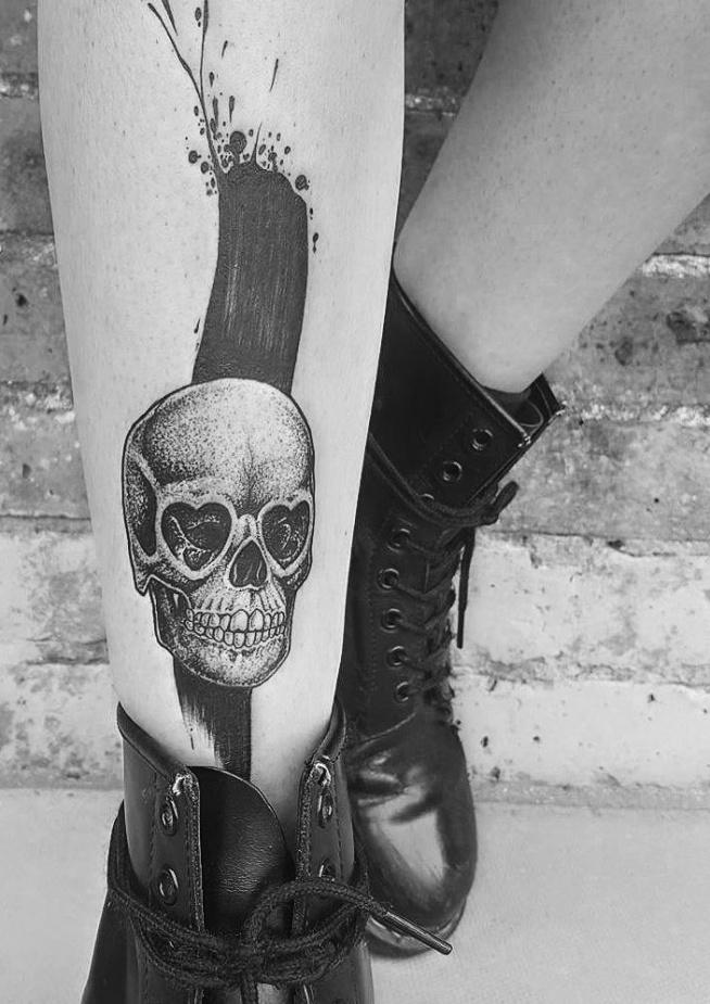 czaszka tatuaż dla kobiety