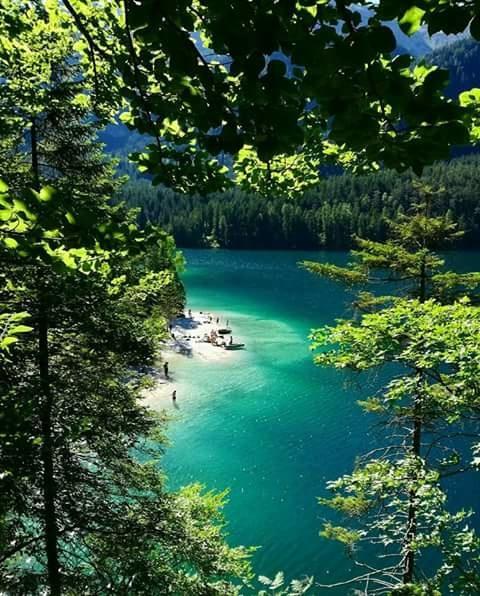 Jezioro di Tovel we Włoszech.