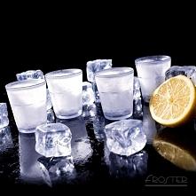 Kieliszki z wypełnieniem, które chłodzi alkohol. Lodowe Kieliszki sprawią, że wódka lub inny napój pozostanie krystalicznie zimna przez długi czas. Kliknij w zdjęcie, by przejść...
