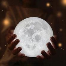 Lampka- księżyc, idealna do sypialni