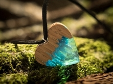 MOUNTAIN TOP WOODEN NECKLACE HEART