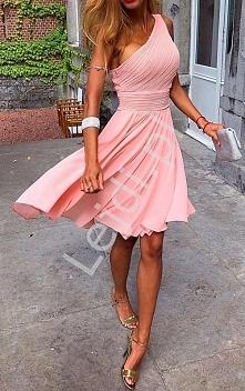 Jasnoróżowa sukienka drapowana na jedno ramię, skromna sukienka dla świadkowe...