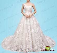 Jedna suknia balowa koronkowa