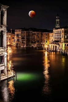 Piękna pełnia księżyca-Wenecja-Włochy