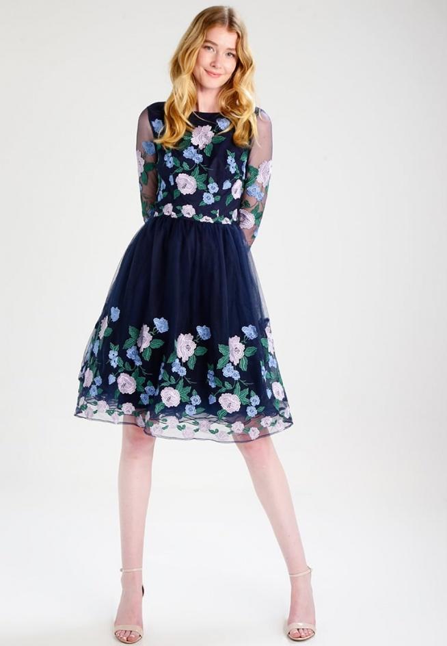Sukienka koktajlowa Chi Chi London Tall CLAIRE pięknie będzie wyglądała na weselu.