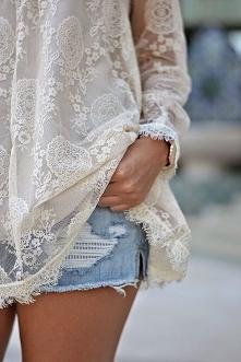Piękny materiał na bluzeczce i genialnie przetarte spodnie :)