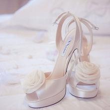 buty ślubne a po kliknięciu w link artykuł o ślubnych przesądach na blogu Mocem