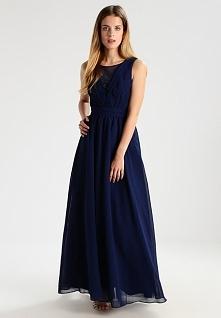 Długa sukienka Chi Chi London Petite GEM doskonała dla niskich dziewczyn.