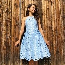 Błękitna sukienka Chi Chi London.