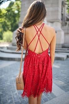 Przepiękna czerwona sukienka na lato.