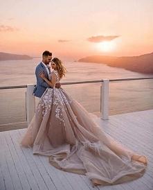 Piękna sukienka, piękne zdjęcie i piękny widok w tle! <3