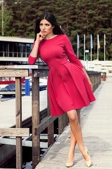 Rozkloszowana sukienka w odcieniu fuksji <3 Co sądzicie?