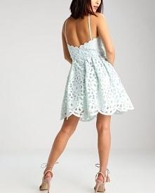Sukienka koktajlowa Chi Chi London Petite LEENEY idealna na wesele.