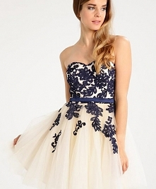 Pięknie zdobiona sukienka koktajlowa Chi Chi London Petite VERONI.