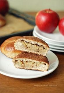 Pełnoziarniste drożdżówki z jabłkiem