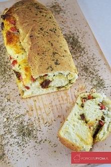 Serowy chlebek z pesto, suszonymi pomidorami