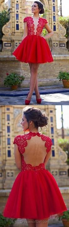 Oryginalna, rozkloszowana sukienka.