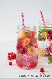10 pomysłów na picie wody - z czym pić wodę by woda nam smakowała. Jak pić wo...